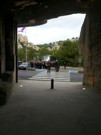 Beaurecueil, Γαλλία: Devant Les Carrieres de Lumiere aux Baux de Provence