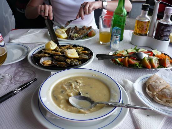 Frente al Mar: Zupa rybna, grillowane sardynki, ...