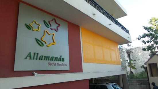 Allamanda Hotel: Building facade