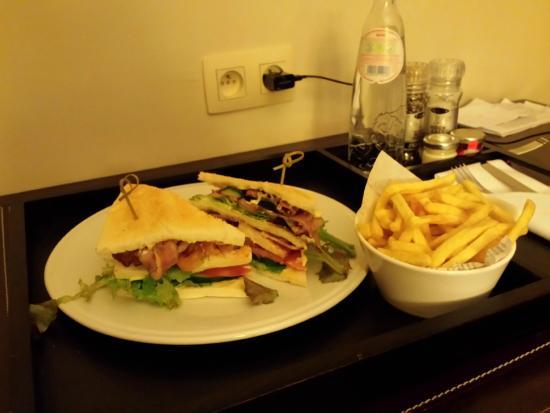 Radisson Blu Astrid Hotel, Antwerp : Chicken club sandwich