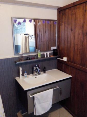 Hotel De La Pergola: salle de bain