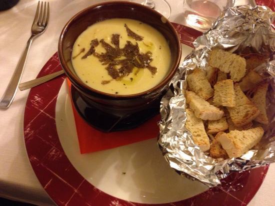 Antica Trattoria La Foce: Fonduta al tartufo