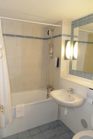 Inter-Hotel Rouen Oissel: la salle de bain