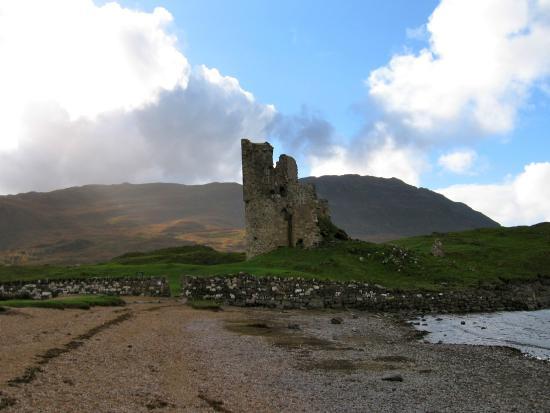 Carbisdale B & B: Ardvrek Castle