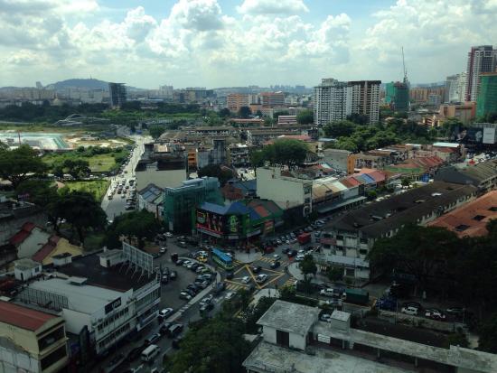 โรงแรมริทซ์ คาร์ลตัน กัวลาลัมเปอร์: View from the room facing Imbi!