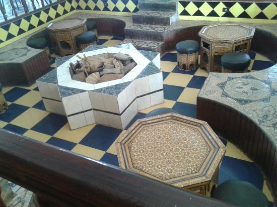 Yasmina Hotel: Arabian seats