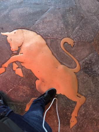 Il toro in piazza San Carlo: Calpestateeeeee
