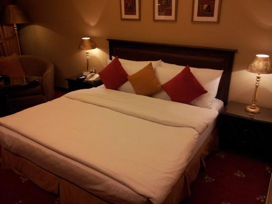Le Royal Hotel Amman: Bed