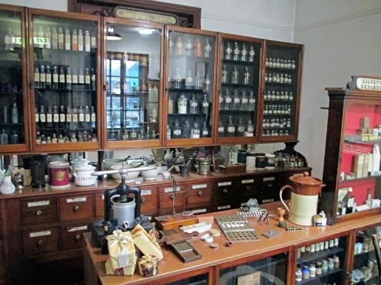 Museum of Lincolnshire Life: The chemist's shop