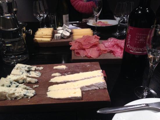 O Chateau - Wine Tasting: The table!