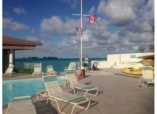 West Wind Club: Pool area December 2014
