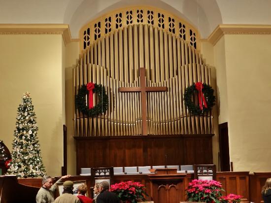 Edenton Baptist Church: Beautiful Pipe Organ