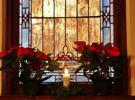 edenton baptist church beautiful christmas decorations and stain glass windows