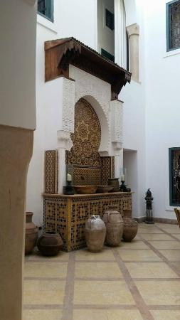 Ryad Dyor: Courtyard