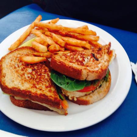 Blue Sky Cafe: Chicken Pesto sandwich with fries