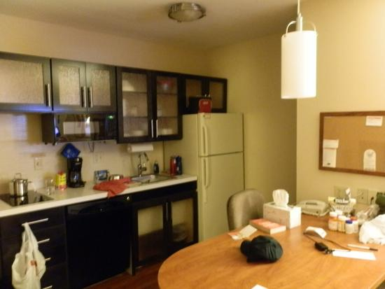 Candlewood Suites Louisville Airport: Kitchen area