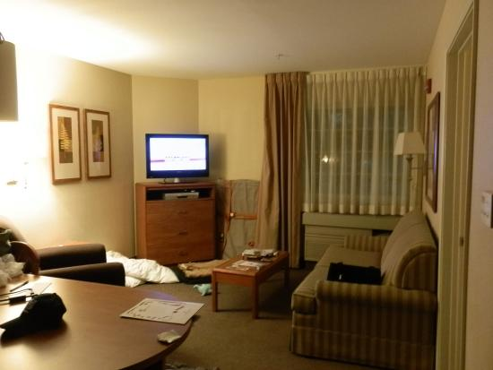 Candlewood Suites Louisville Airport: Separate living room