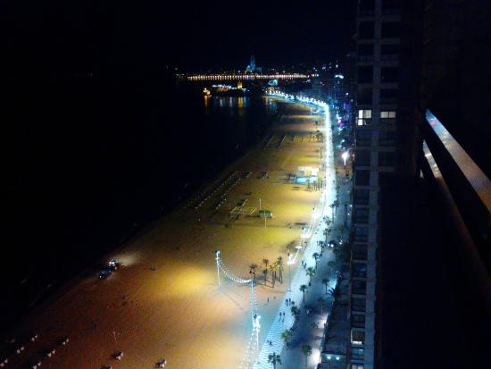 Apartamentos Les Dunes Suites : Evening view from 21st floor to the right.