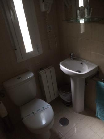 Hostal Pizarro: Das WC als Sitzgelegenheit beim Hände waschen