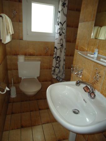 Hotel Schweizerhaus: El baño