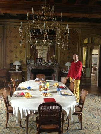 Indre-et-Loire, Francia: Alderic in the dining room