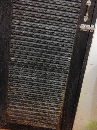 Banthai Guest House: Drzwi w łazience