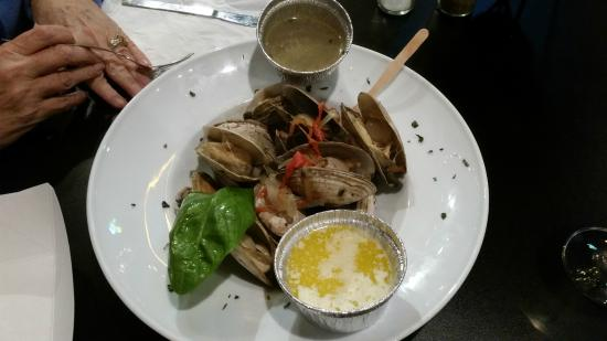 Lola's Seafood Eatery: The Ipswich clams