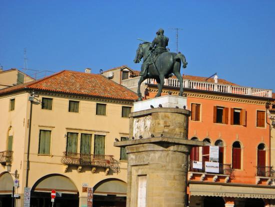Monumento a Gattamelata : A estátua da Gattamelata de Donatello