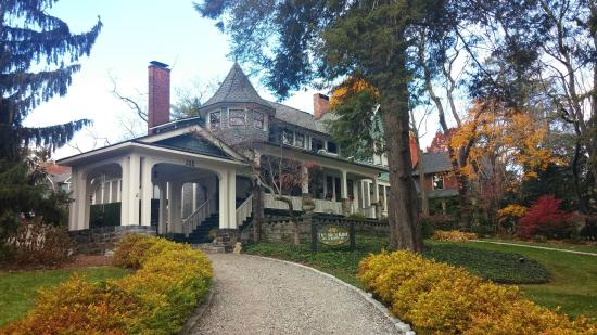 Black Walnut Bed and Breakfast Inn: The main house