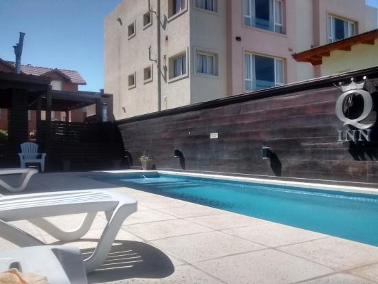 Q Inn Apart Hotel & Spa: pileta climatizada
