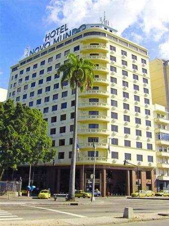 Hotel Novo Mundo: Fachada diruna