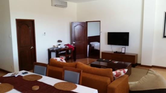 Seminyak Square Hotel: living