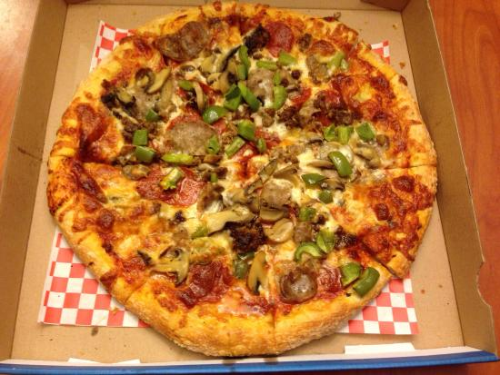 Stingers Bar & Pizzeria: House Special (5 Toppings)- Pepperoni, Sausage, Ground Beef, Mushrooms and Green Peppers