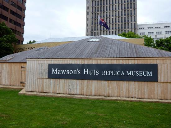 Mawson's Hut Replica Museum: External