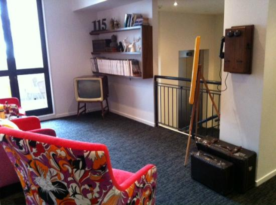 Hotel 115 Christchurch: Fun lounge/reading room on 1st floor at 115