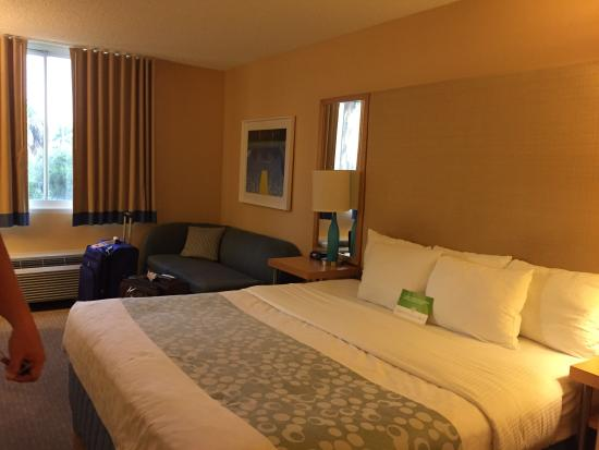 La Quinta Inn & Suites Naples Downtown: Nice updated room