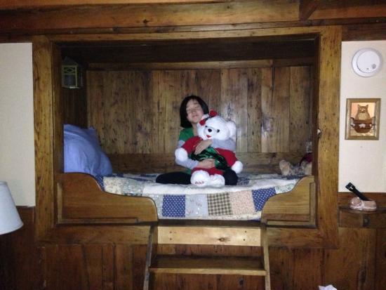 West Oak Bed & Breakfast: Perfect kiddo bed in room #4