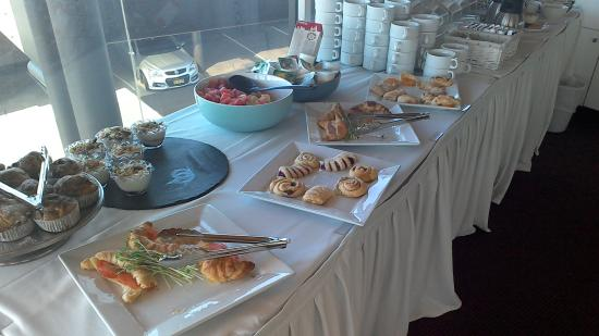 Quality Hotel Bathurst: Delicious assortment of breakfast items