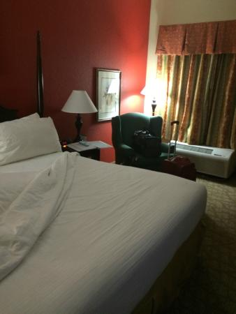 "BEST WESTERN Colonial Inn: King size bed, and a ""roomy"" room."