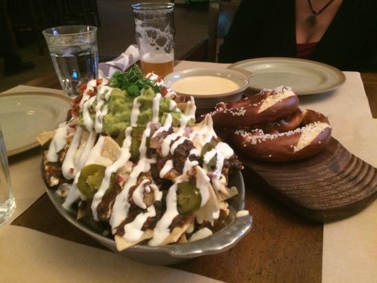 Daly's Pub & Rec: Insane nachos! Great pretzels, too!