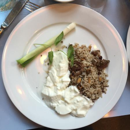 Tawlet - Souk el Tayeb: Rice cooked in lamb meat with fresh yogurt