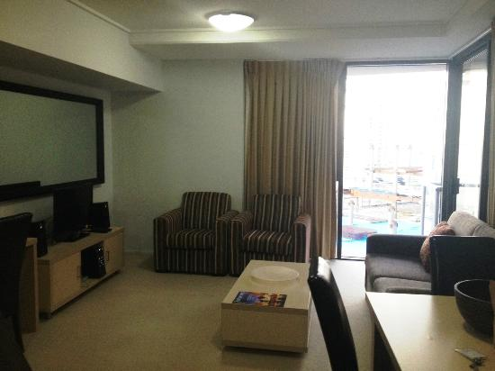 Oaks Aurora: Good sized lounge