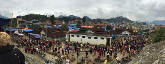 Ms. May Kieu's Homestay: Bac Ha market (Sunday only) - panoramic view