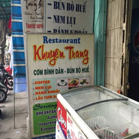 Khuyen Trang Cafe: Small local and backpackers eatery with great food!