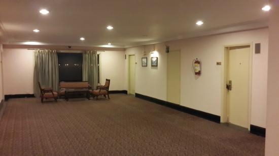 Cama Hotel: Lobby