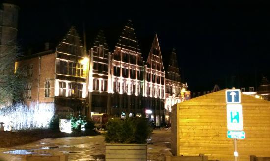 Auberge de Jeunesse de Tournai : Tournai Grand Place at night