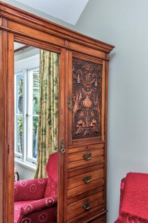 Beaufort House Akaroa: Nalder Room Arts & Craft Wardrobe C1920
