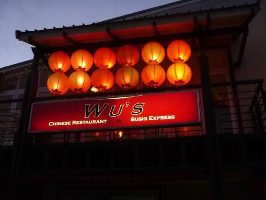 Wu's Chinese Restaurant and Sushi Express: Outside