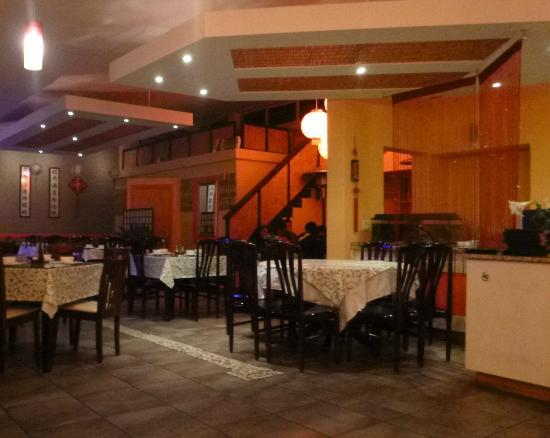 Wu's Chinese Restaurant and Sushi Express: Main restaurant