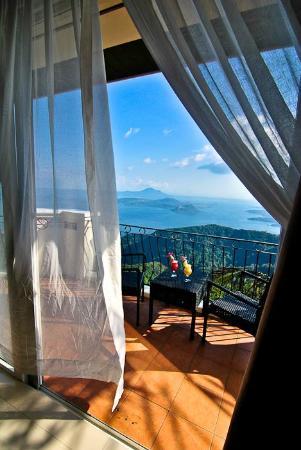 The Lake Hotel Tagaytay: The Lake